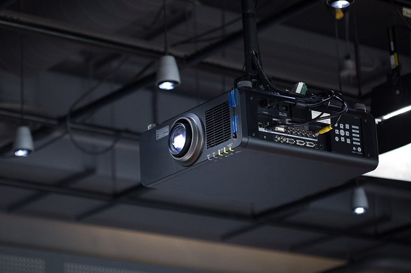 Instalacje audio-wideo, montaż projektorów