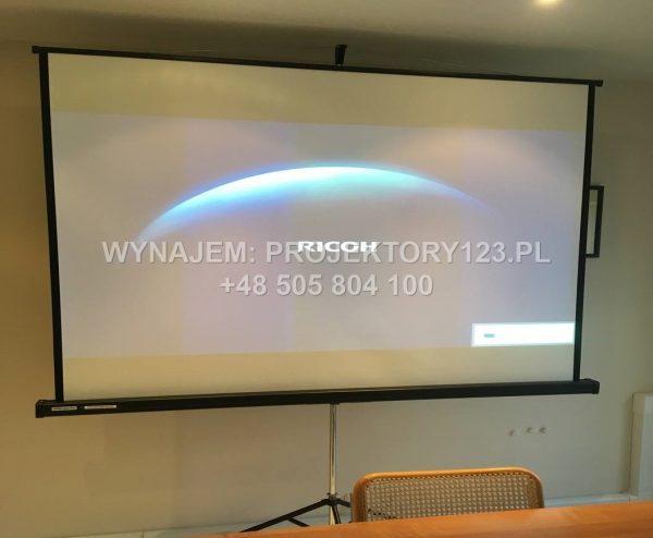 Wynajem ekranu projekcyjnego 175 cm na trójnogu