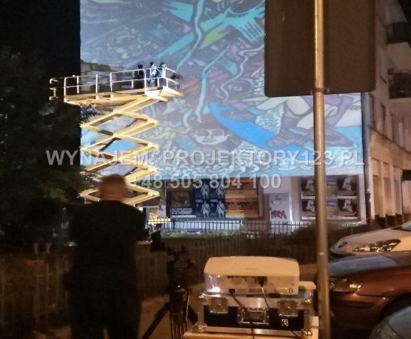 Wynajem projektora eventowego 6000 ANSI, zmienna optyka - malowanie muralu