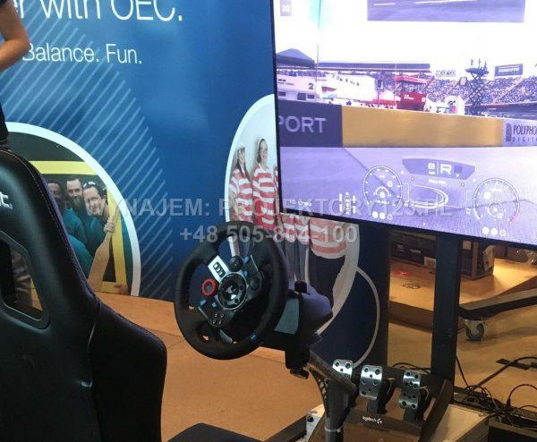 Wynajem symulatora jazdy samochodem wyścigowym